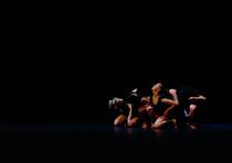Bild: Trilogie vom Hiersein - A Sticky Trace Company Dance Production