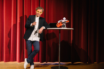 Bild: Robo Sapiens-Gibt es ein Leben zwischen 0 und 1? - Kabarettistische Trend- und Zukunftsshow