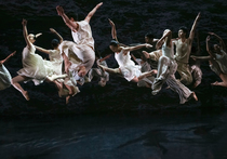 Bild: Cloud Gate Dance Theatre - White Water / Dust
