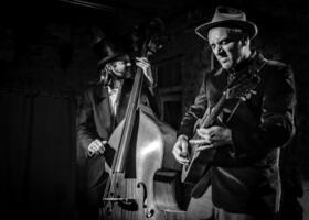 Bild: The Devil´s Dandy Dogs - ein tiefschwarzes Blues-Programm aus Stücken u. a. von Jeffrey Lee Pierce, Townes Van Zandt....