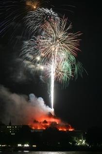 Bild: Rhein in Flammen Bingen - Schiffahrt mit Feuerwerk inkl. Buffet und 2 �bernachtungen in Sutter's Landhaus ***S / Gensingen (KH)